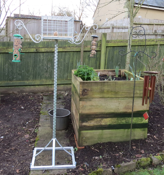 bird table feeder stand